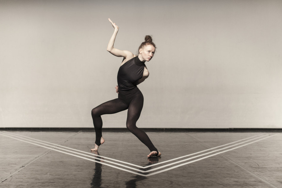 'Volitant': an intermediate state between here and there, by Góbi Dance Company